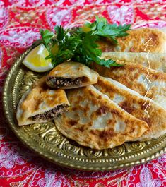 Shamborek- Syrianska & kurdiska piroger - ZEINAS KITCHEN Swedish Recipes, Turkish Recipes, Ethnic Recipes, Easy Healthy Recipes, Vegan Recipes, Cooking Recipes, Vegan Food, Zeina, Mediterranean Dishes