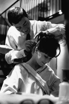 British hairdresser Vidal Sassoon cuts the hair of showgirl Beth Rogan. Sassoon pioneered geometric haircuts in Britain during the and subsequently moved to California. Get premium, high resolution news photos at Getty Images Short Hair Cuts, Short Hair Styles, Vidal Sassoon Hair Color, Procter And Gamble, Hair Icon, Celebrity Hair Stylist, Hollywood, Salon Style, Hair Shows