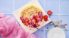 Mansikkakääretorttukakku – kaikkien juhlien kaunotar - Kotiliesi.fi Grapefruit, Food, Essen, Meals, Yemek, Eten
