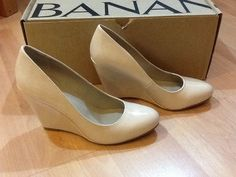 *NEW* BANANA REPUBLIC Women's Patent Closed Toe Wedge in Nude SZ 7M  (NWB)