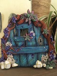 Periwinkle Fairy Door. Polymer Clay Fairy, Polymer Clay Projects, Polymer Clay Creations, Diy Clay, Sculpture Clay, Sculptures, Periwinkle Fairy, Fairy Tree, Fairy Doors