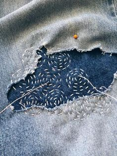 sashiko finesse also handicraft What is handicraft?- sashiko Finesse außerdem Handwerk Was ist Kunsthandwerk? In dem Allgemein… sashiko finesse also craft what is … - Embroidery Stitches, Embroidery Patterns, Hand Embroidery, Sewing Patterns, Geometric Embroidery, Embroidery On Clothes, Techniques Couture, Sewing Techniques, Sewing Hacks
