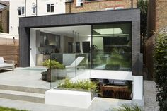 What can I say about this drop-dead gorgeous location home from Option other than it's scru. Small Basement Bars, Basement Stairs, Basement Ideas, Basement Flat, Modern Basement, Grand Designs Magazine, Decoracion Vintage Chic, Mews House, London House