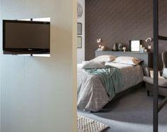 ¿Dos ambientes y una sola televisión? Es posible con un poco de ingenio y este panel giratorio.