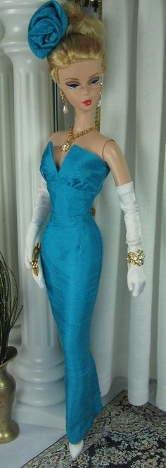 Pavo for Silkstone Barbie/Fashion Royalty and similar size dolls.