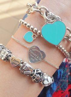 Tiffany goes so well with pandora Tiffany Charm Bracelets, Tiffany And Co Jewelry, Tiffany Necklace, Pandora Bracelets, Pandora Jewelry, Cute Jewelry, Charm Jewelry, Silver Jewelry, Jewelry Accessories