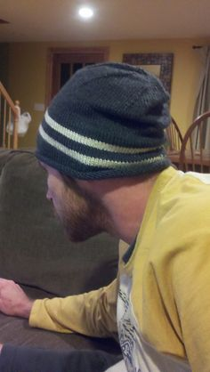 free pattern for an easy guys slouchy hat, needle size 3-3.25 circular, aran weight