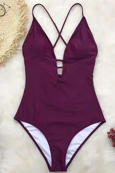 A must-have addition for your swim collection! Our Charming Plum One-Piece Swimsuit is the perfect. Bikini Rose, Bikini Bleu, Bikini Floral, Haut Bikini, Summer Bathing Suits, Cute Bathing Suits, Monokini, Bh Push Up, Fashion Shopping Apps
