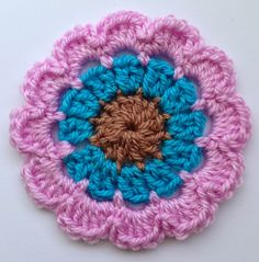 Crochet Chat Corner: Free flower pattern