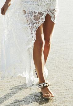 Foto 13 de 14 Tobilleras en tamaño XXL para bodas en la playa o al aire libre en donde no se requiera el uso de | HISPABODAS