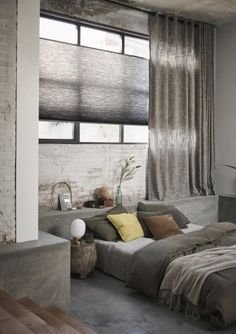 Duette® Shades met linnen gordijnen #gordijnen #Toppoint Interior Styling, Interior Design, H&m Home, Condo Living, Curtains With Blinds, Dream Rooms, Beautiful Bedrooms, Stores, Home Decor Inspiration