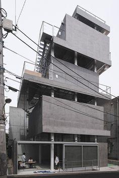 Jingumae Building Chuoarchi photographyed by guen-k Architecture Du Japon, Concrete Architecture, Architecture Student, Gothic Architecture, Architecture Photo, Contemporary Architecture, Commercial Architecture, Brutalist, Building Design