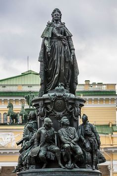 monument to Ekaterina II in Saint-Petersburg, Russia. House Of Romanov, Russian Architecture, Catherine The Great, St Petersburg Russia, Unique Trees, Russian Orthodox, Russian Beauty, Imperial Russia, Rodin