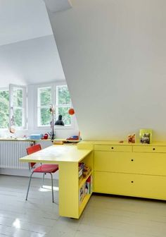 Children's room  - Custom furniture by German Fat Koehl Architecten - Via Rebuçado Acido