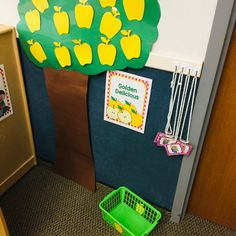 Fantastic ides for an amazing Apple Orchard Dramatic Play center. Make your Apples Unit the best ever with these easy and time-saving tips and ideas! Free Preschool, Preschool Crafts, Preschool Teachers, Time Saving, Saving Tips, Kindergarten Science, Kindergarten Centers, Creative Teaching, Student Teaching