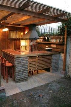 Check out a lot of mesmerizing backyard kitchen ideas that will totally inspire you! Pick the best one and build your own outdoor kitchen now!