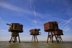 """マンセル要塞、イギリス """" 第二次大戦中、ドイツの空軍や海軍の攻撃からイギリスを守るため、テムズ川とマーシー川の河口近くに建てられた要塞。1950年に完全廃棄されると、海賊ラジオや独立主権国家を主張するシーランド公国に占拠されたりした。""""  その他資料 http://karapaia.livedoor.biz/archives/52055888.html"""