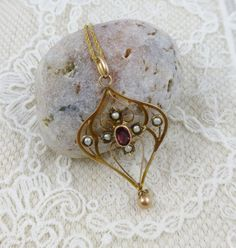 Antique Art Nouveau Pendant - 9ct gold.   Art Nouveau, gold, seedpearls, pink stone pendant, 9ct chain