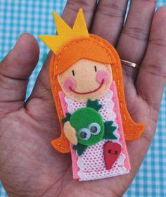 Princess felt brooch. By: charramanguina. Cutest!!!!!!!!