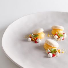 "The Art of Plating on Instagram: ""Macaron, lemon curd, and white chocolate by @simon_oliver #TheArtOfPlating"""