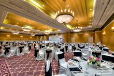 An elegant reception at the Hilton Niagara Falls.  How romantic!
