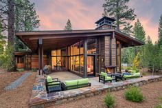 Houzz - Home Design, Decorating and Remodeling Ideas and Inspiration, Kitchen and Bathroom Design Modern Mountain Home, Traditional Exterior, Modern House Design, Home Fashion, Outdoor Spaces, Outdoor Patios, Outdoor Living, Future House, Building A House