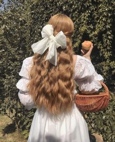 Find images and videos about hair, white and vintage on We Heart It - the app to get lost in what you love. Angel Aesthetic, Aesthetic Vintage, Aesthetic Photo, Aesthetic Girl, Aesthetic Pictures, Aesthetic Fashion, Photography Aesthetic, Aesthetic Bedroom, Photographie Portrait Inspiration