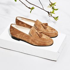 Axel Arigato brown suede tassel slipper with calf leather lining #axelarigato www.axelarigato.com