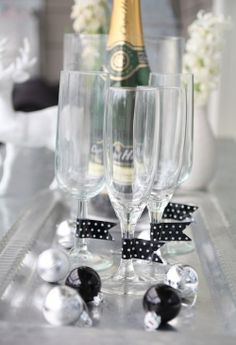 The art of washi tape Masking Tape, Washi Tape, New Years Party, New Years Eve, New Year Diy, Theme Noel, Black Party, Champagne Flutes, Candle Making