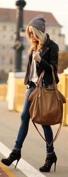 In love with this outfit! Simple,stylish,chic! Beanie, skinny jeans, booties