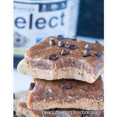 •Healthy Chocolate Chip Cookie Dough Caramel Slices•  COOKIE DOUGH LAYER: 1/2 c almond flour 1/2 c powdered peanut butter 2 scoops PEScience Select CNC protein powder 1/4 c oat flour 1/4 c coconut sugar 1/4 sticky sweetener (I used vitafiber--honey/agave/maple syrup will also work) 2 tbsp. coconut oil 4 tbsp. warm water 1 tbsp. mini chocolate chips CLICK PHOTO FOR FULL RECIPE