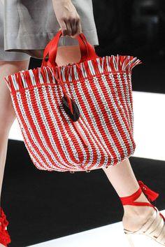 Marvelous Crochet A Shell Stitch Purse Bag Ideas. Wonderful Crochet A Shell Stitch Purse Bag Ideas. Giorgio Armani, Couture Cuir, Crochet Handbags, Crochet Bags, Handmade Purses, Summer Bags, Spring Summer, Knitted Bags, My Bags