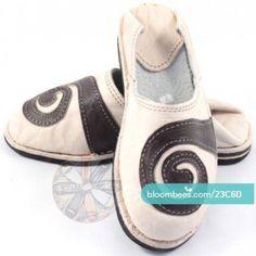 Babucha cerrada realizada en cuero natural con detalle de espiral. Disponible en gran gama de colores y tallas. https://bloombees.com/23C6D?referrer=ios&source=clipboard&lang=es #babuchas #sandals #tendences #sandalias #instadaily #instagood #summer #maroc #moroccan #morocco #beautiful #boho #handmade #artesania #cuero #regalos #calzado #zapatos #leather #artesanal #marruecos #complementos #likeforlike #sinfiltro #like4like #nature #bolsos #style #moda #tendencia