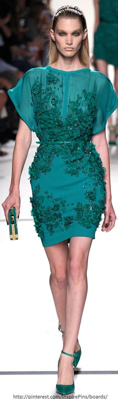 Elie Saab's Natural High – A lace garden. That is the theme of Elie Saab's spring-summer 2014 collection shown earlier today during Paris Fashion Week. Fashion Week, Runway Fashion, High Fashion, Fashion Show, Fashion Design, Paris Fashion, Elie Saab Printemps, Vetements Clothing, Elie Saab Spring