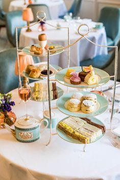 A Where to find the best afternoon tea in London. From the most luxurious to the traditional, the quirky and the most affordable afternoon tea in London English Afternoon Tea, Afternoon Tea London, Best Afternoon Tea, Afternoon Tea Recipes, Afternoon Tea Parties, London High Tea, Tea Restaurant, Tea Places, Tea Cafe