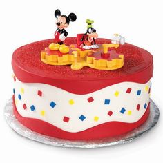 This Mickey Mouse cake looks too good to eat. The smooth finish and the simple decorations makes it more interesting to try.