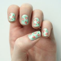 Learn how to create this floral nail art! It's easier than you think!