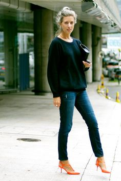 Love the heels with the casual outfit...and of course the messy gray hair!