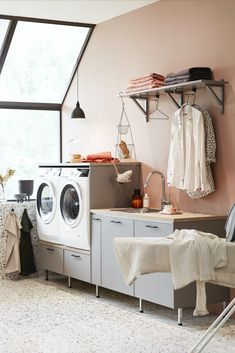 Nora grått vaskerom fra Vedum Custom Motorcycle Shop, Simple Prom Hair, Laundry Room Organization, Work Surface, Modern Kitchen Design, Terrazzo, My House, Home Appliances, Cleaning