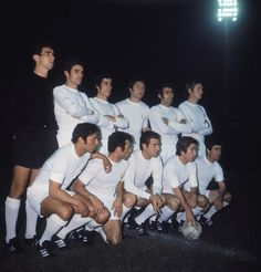 The Real Madrid team pose before their UEFA Cup Winners' Cup Final replay against Chelsea FC at Karaiskakis Stadium, Piraeus, Greece, May Chelsea won the match First Football, Football Love, Football Design, Real Madrid History, Real Madrid Team, Equipe Real Madrid, Chelsea Fc, Poses, Concert