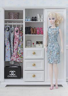 Barbie ropa y accesorios: Verano 2015 - Dollhouse Dolls, Miniature Dolls, Barbie Dress, Barbie Clothes, Original Barbie Doll, Barbies Pics, Diy Barbie Furniture, Barbie Wardrobe, Doll Display