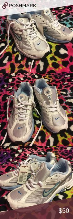 BLOW OUT SALE💥Nee never worn Nike air with tags Never been worn and still have tags on them. Paid $65. Nike Shoes Sneakers