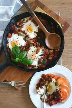 Italian-style egg skillet (whole 30 and paleo recipe) Paleo Recipes, Whole Food Recipes, Cooking Recipes, Egg Recipes, Slow Cooked Brisket, Egg Skillet, Breakfast Skillet, Breakfast Hash, Side Dishes