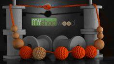 Girocollo 2014 realizzato con sfere in legno per creare calore. Ricamato completamente a mano un ottima idea regalo.  #legno #decorazioni #ricamo #sfere #moda #oldstyle #design #perle #unico #agoefilo #new #uncinetto #rocchetti #girocollo #collana #rocchetta