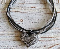 Necklace silk and leather with a heart by Charmecharming 19,00 €