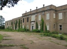 this abandoned building off of US 80 in Marshall was once the Texas & Pacific Railroad hospital. Built in the 1920s, it was closed in the 1960s
