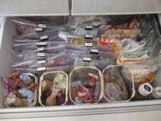 棚に限らず冷蔵庫の中も応用ができます。夏場など食品が傷みやすい時はなかなか出来ませんが一度冷蔵庫の中も整理してみると良いですね。