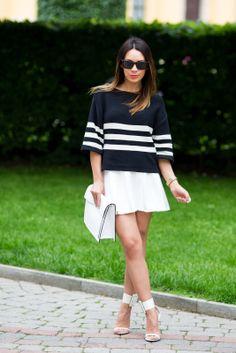Sweater and clutch: ZARA | Skirt: ASOS | Sandals: GUCCI | Sunglasses: VOGUE.