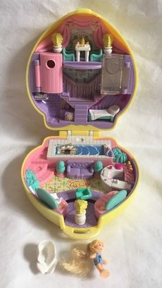 1995 Bluebird Polly Pocket Stylin' Salon Yellow Heart Compact W/ Doll & Towel 90s Toys, Retro Toys, Vintage Toys, Polly Pocket World, Miniature Crafts, Fimo Clay, Mini Things, Lol Dolls, Disney Toys