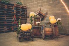 decoración industrial boda bobinas de madera www.bodasdecuento.com